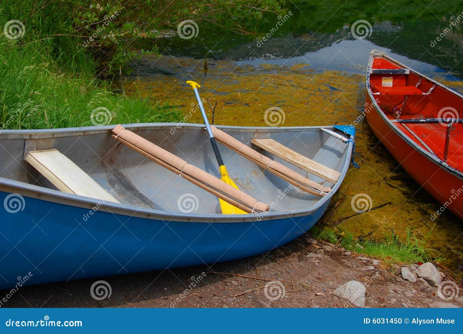 Vieux canoës