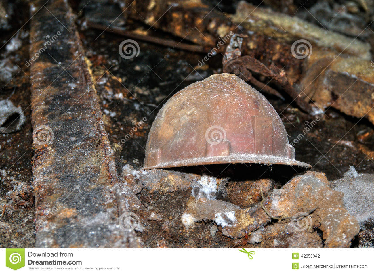 vieux casque de mineur photo stock image du densit 42358942. Black Bedroom Furniture Sets. Home Design Ideas