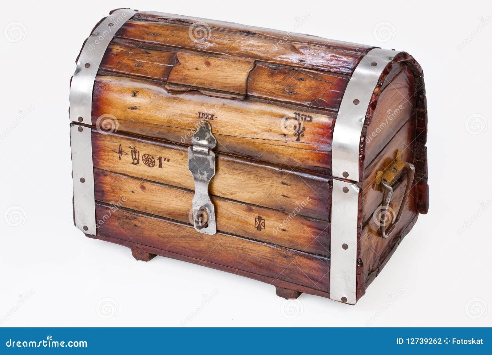 vieux coffre en bois photographie stock image 12739262. Black Bedroom Furniture Sets. Home Design Ideas