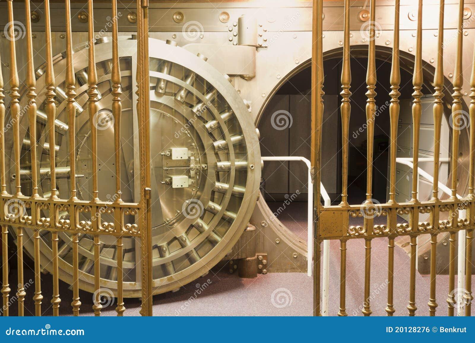 vieux coffre fort photo stock image du garantie boulon 20128276. Black Bedroom Furniture Sets. Home Design Ideas