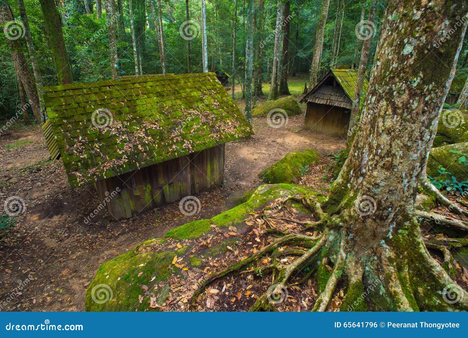 Vieux cottage en parc national de Phu Hin Rong Kla