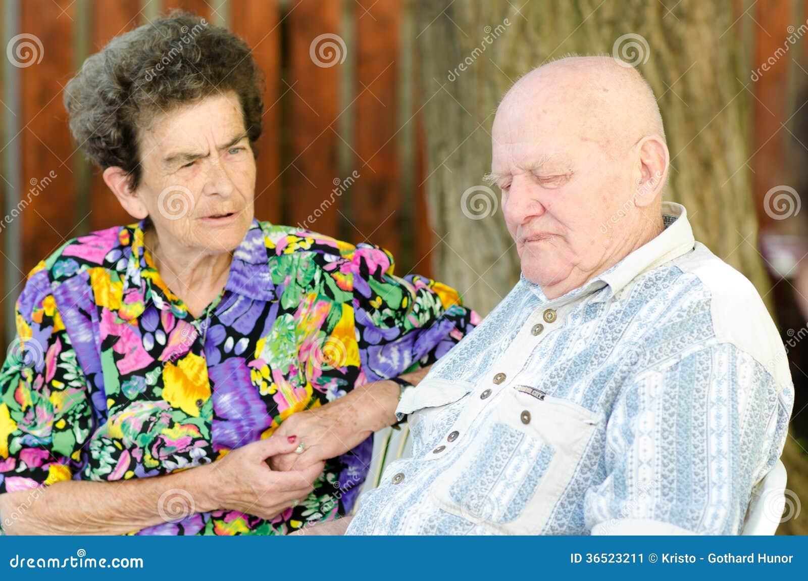 Vieux couples supérieurs extérieurs