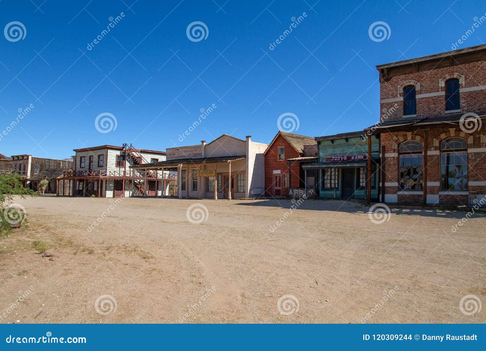 Vieux décor de film occidental sauvage de ville dans le peyotl, Arizona