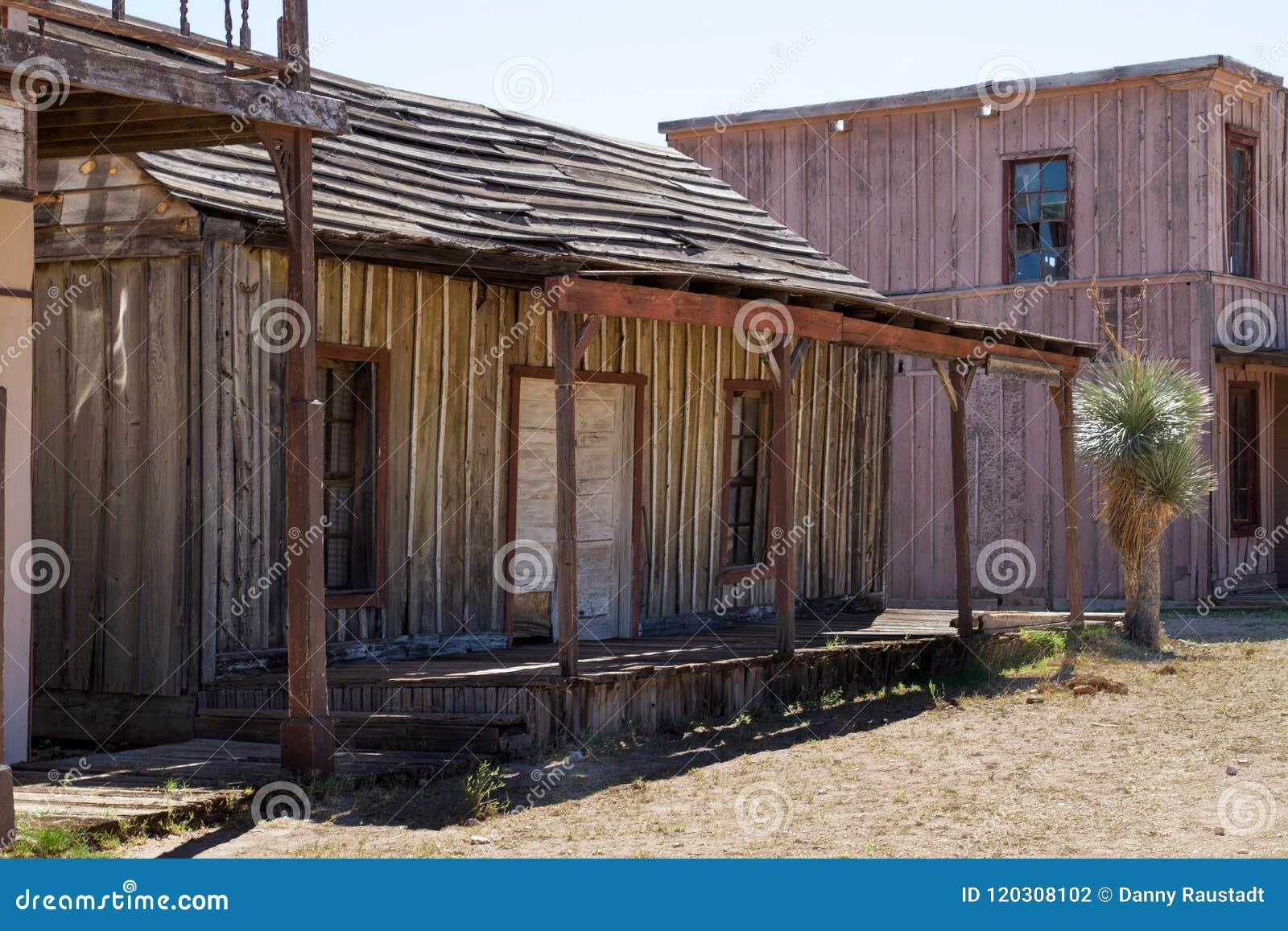Vieux décor de film occidental sauvage de ville en Arizona
