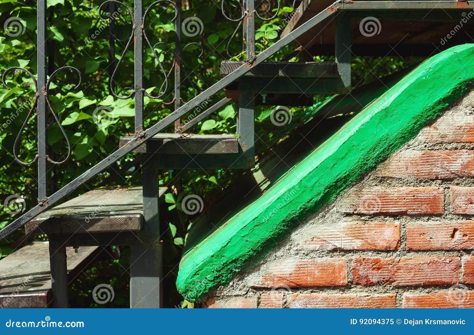 Vieux escaliers en métal