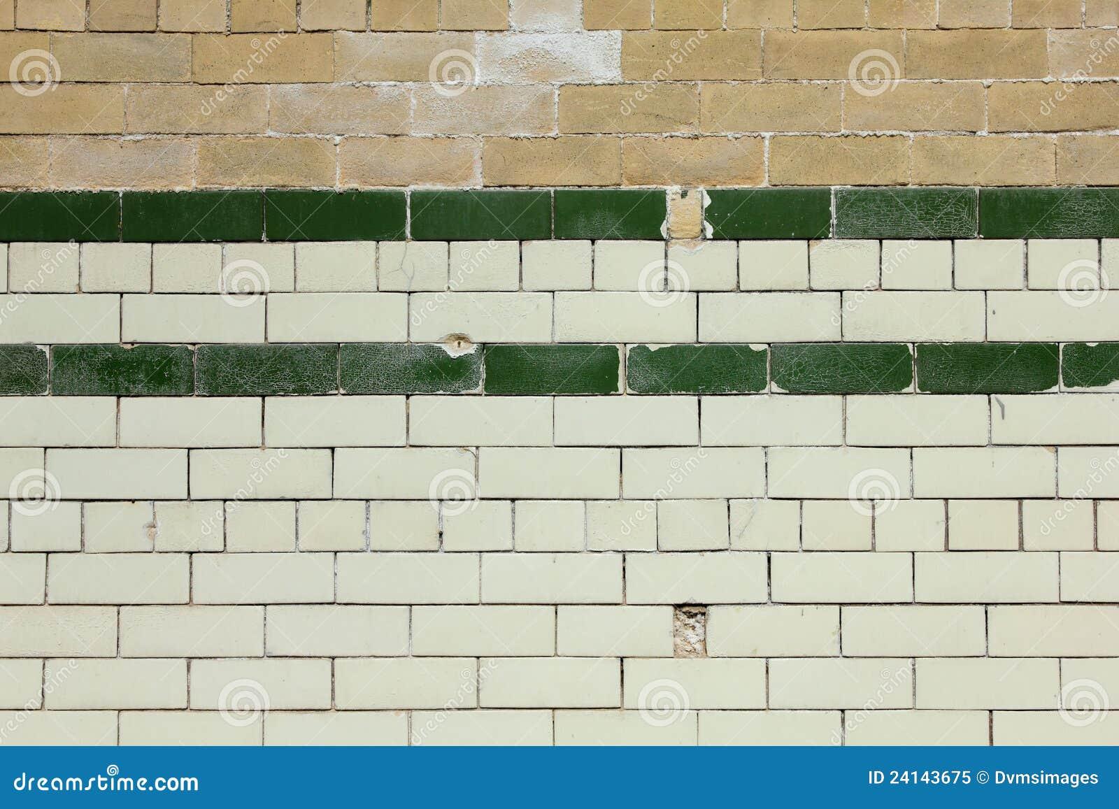 Vieux fond carrelé de mur de briques