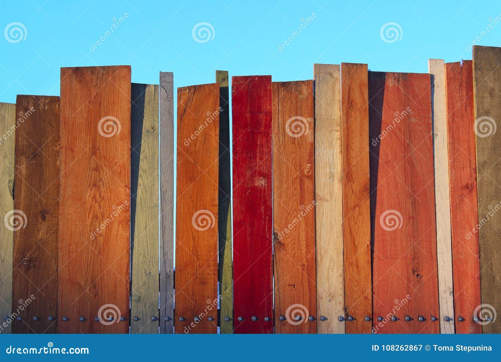 Vieux fond en bois minable peint coloré de bureau fond en bois