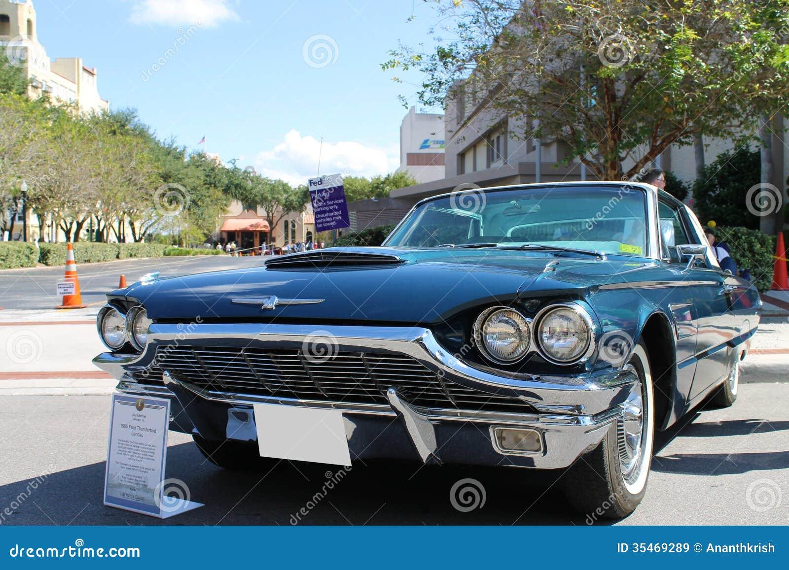 Vieux ford thunderbird car au salon automobile image stock for Salon vieilles voitures