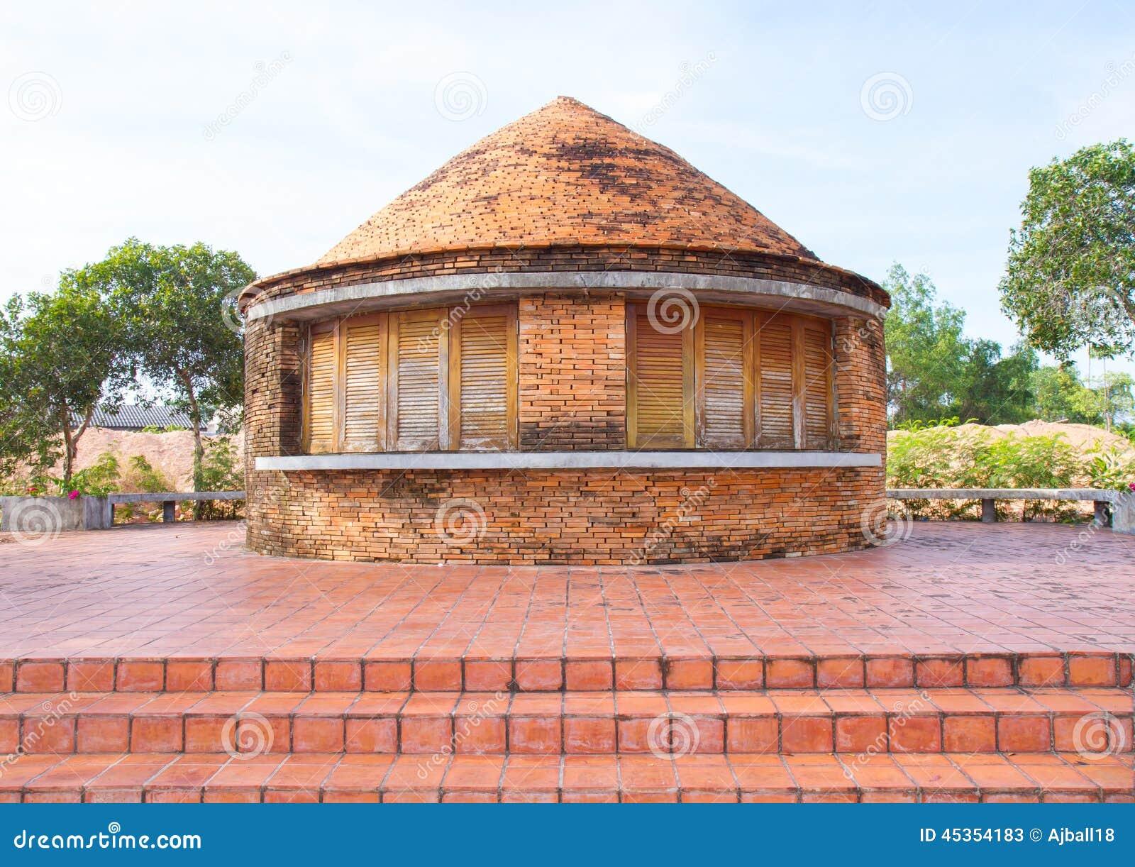 Vieux fours pour faire les carreaux de céramique et les briques