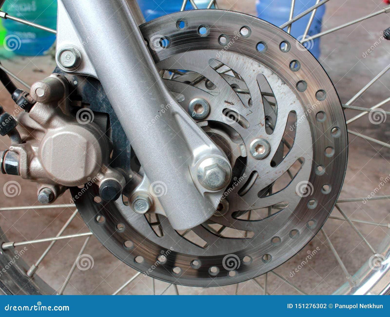 Vieux freins à disque rouillés de moto