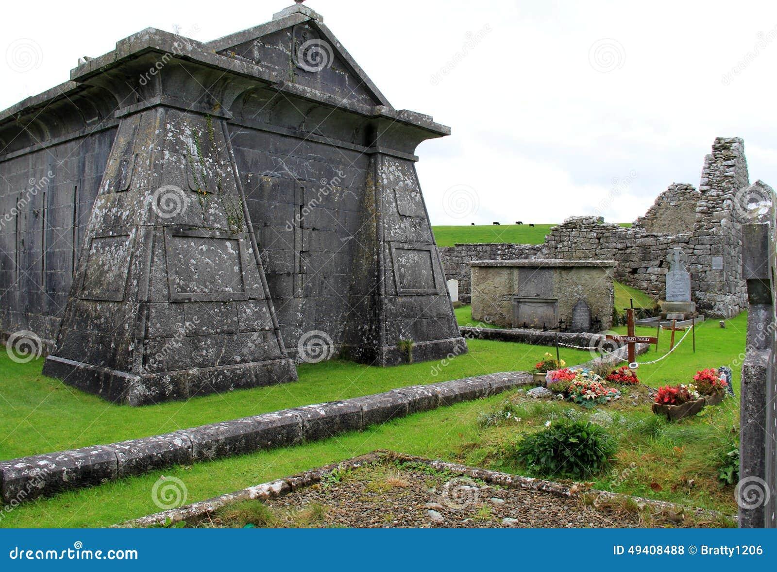 vieux historiques cimeti re avec des tombes et pierres. Black Bedroom Furniture Sets. Home Design Ideas