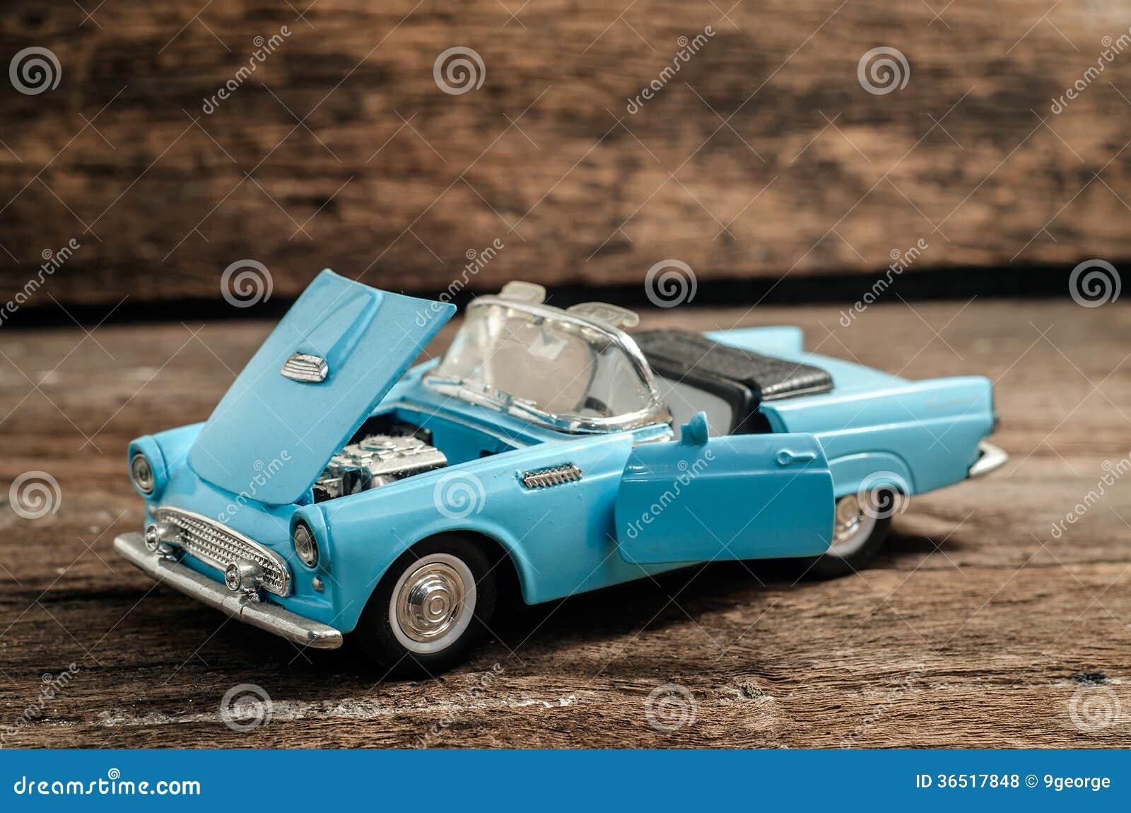 Vieux jouet de voiture