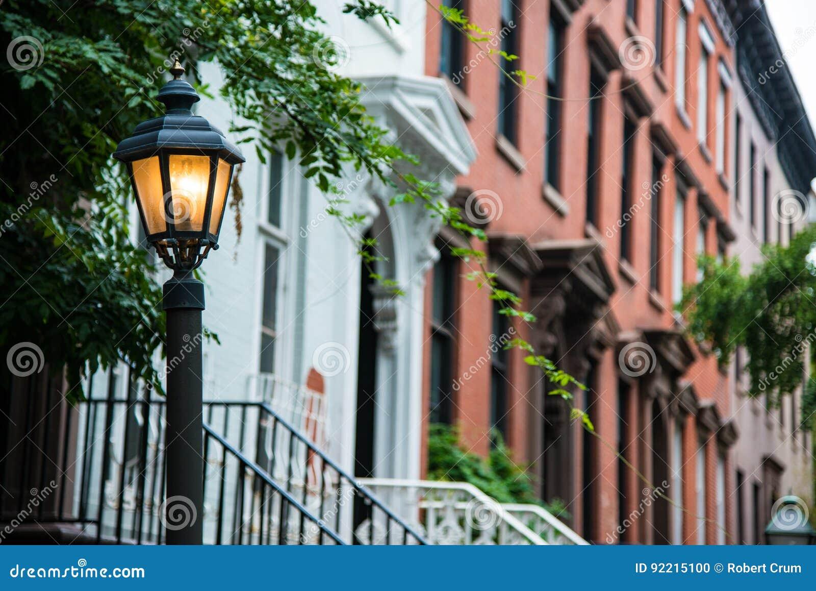 Vieux Lampadaire Pres Des Appartements De Brique Rouge New York