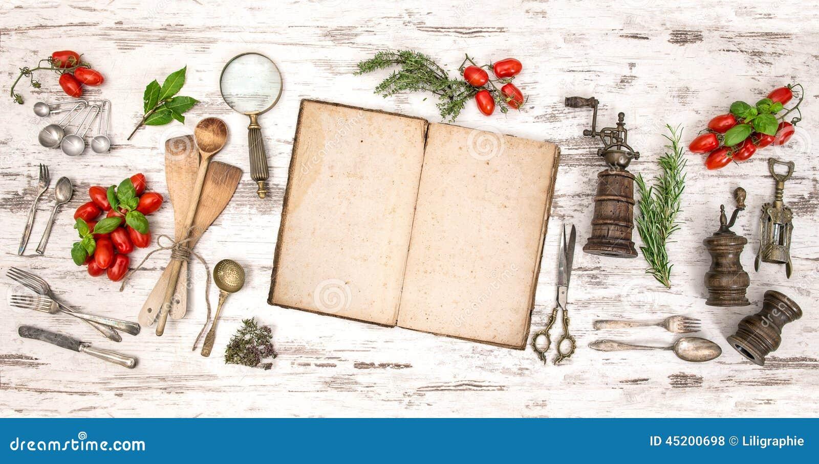 Vieux livre de cuisine avec des l gumes des herbes et des for Ustensiles de cuisine retro