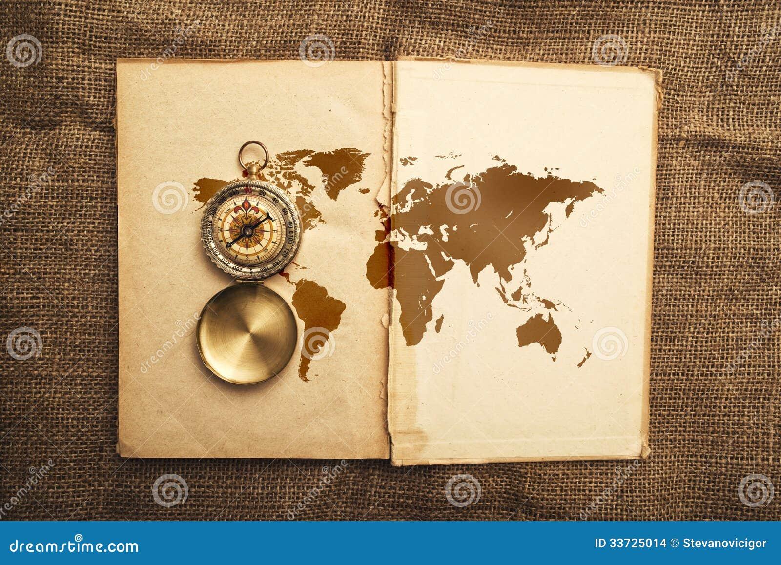 vieux livre ouvert avec la carte de boussole et du monde. Black Bedroom Furniture Sets. Home Design Ideas