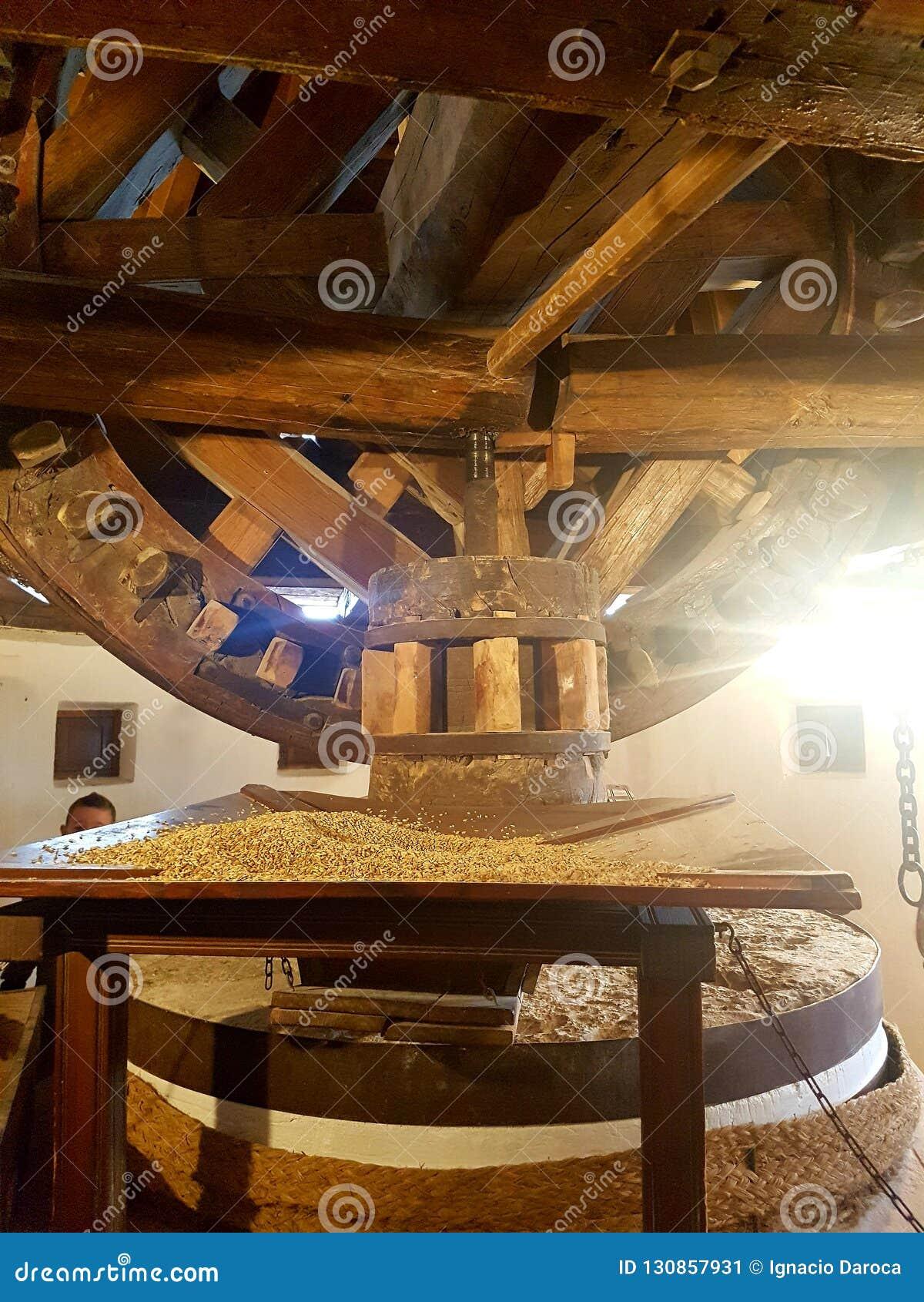 Vieux mécanisme de moulin