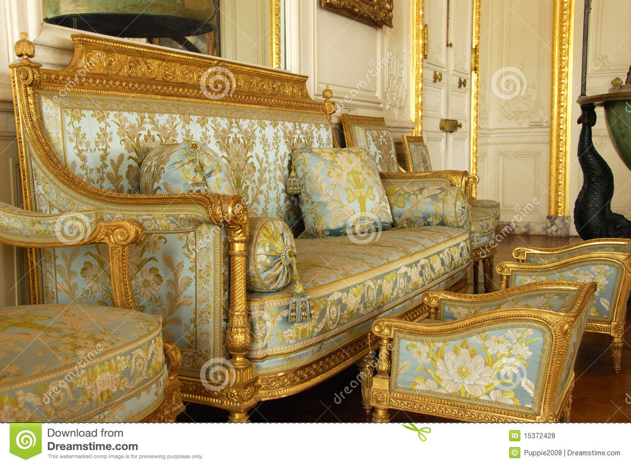 vieux meubles au palais de versailles photo stock ditorial image 15372428. Black Bedroom Furniture Sets. Home Design Ideas