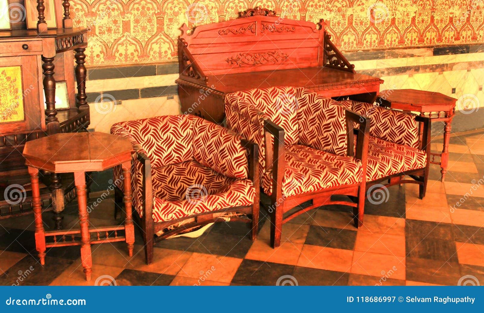 Vieux meubles traditionnels dans le palais de Bangalore