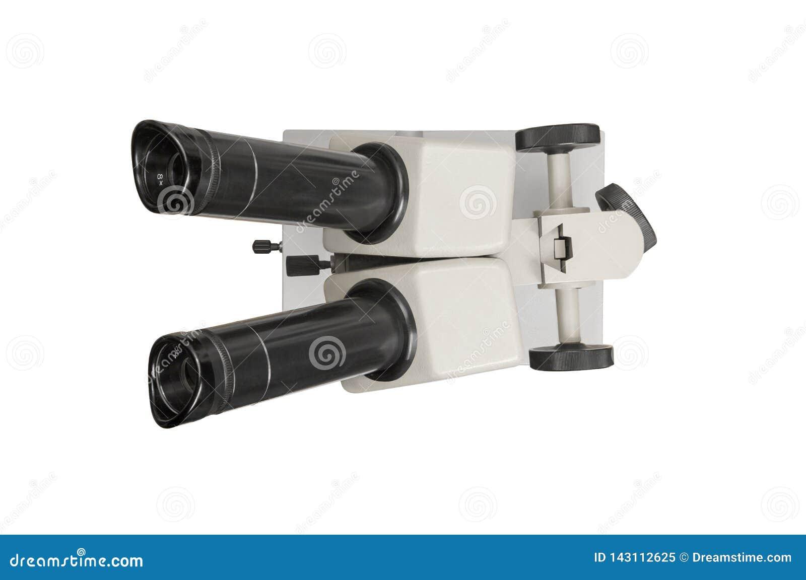 Vieux microscope d isolement sur le fond blanc, vue supérieure Chemin de coupure