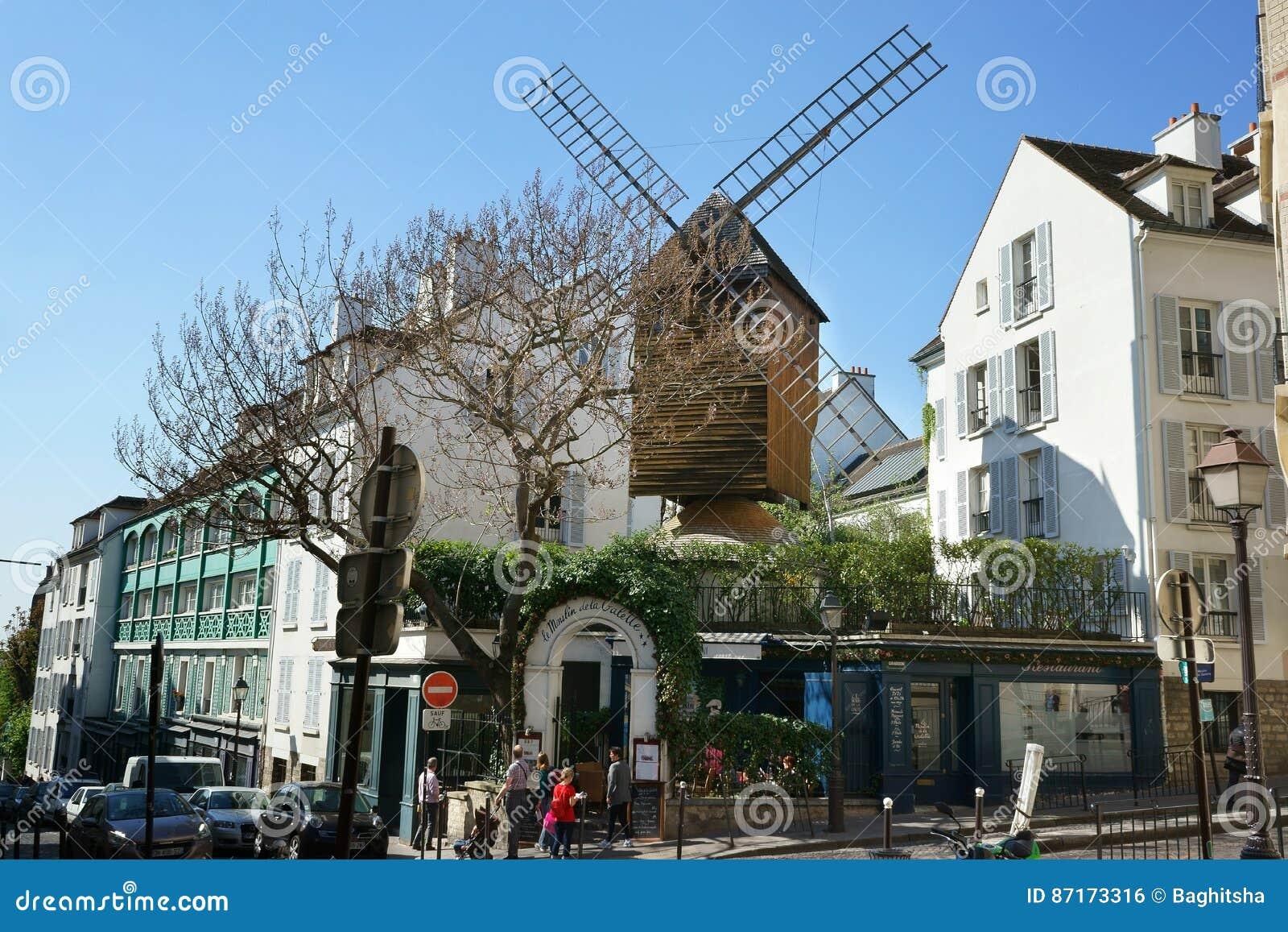 Vieux moulin vent dans des frances de montmartre paris for Restaurant miroir montmartre