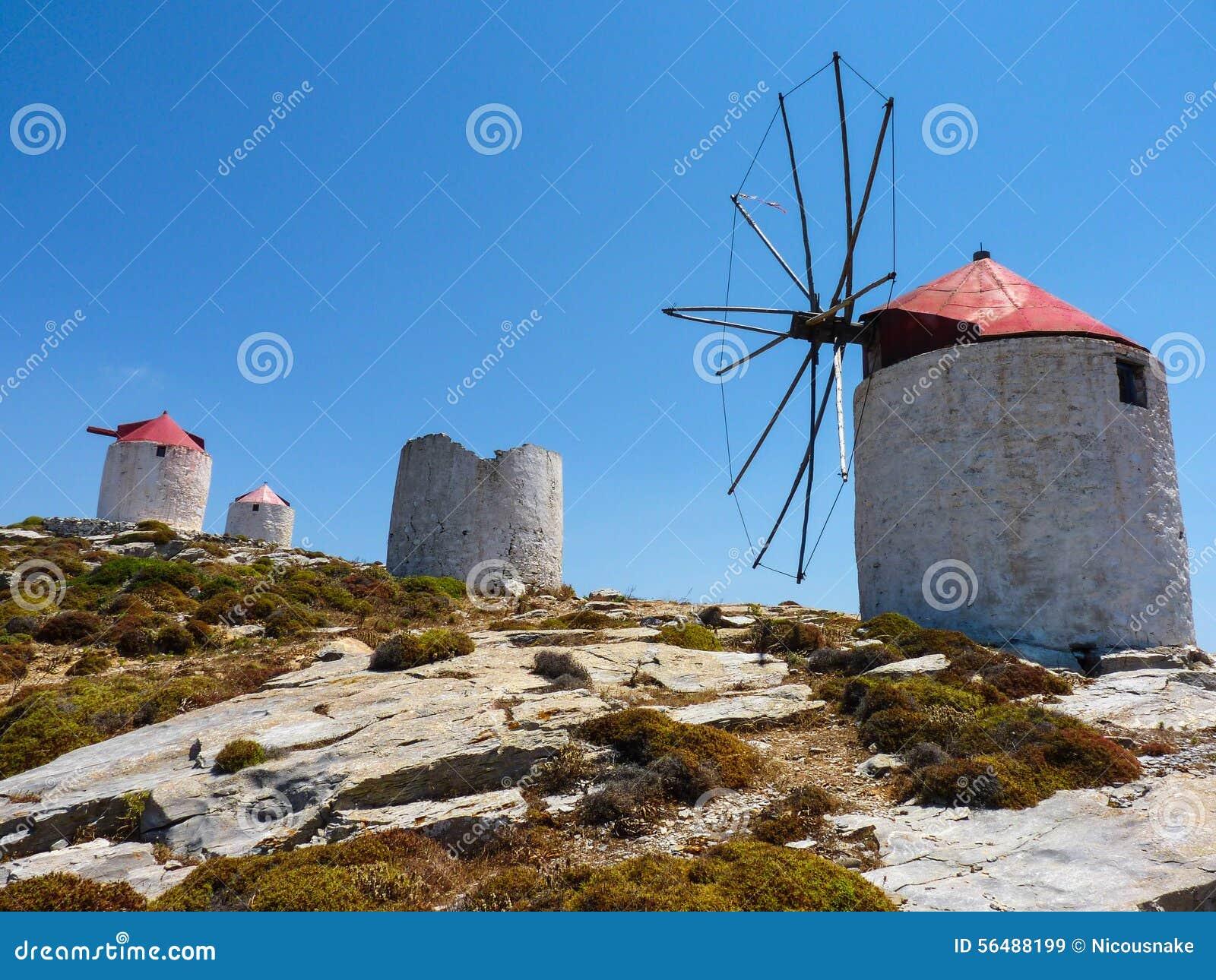 Vieux moulins à vent traditionnels