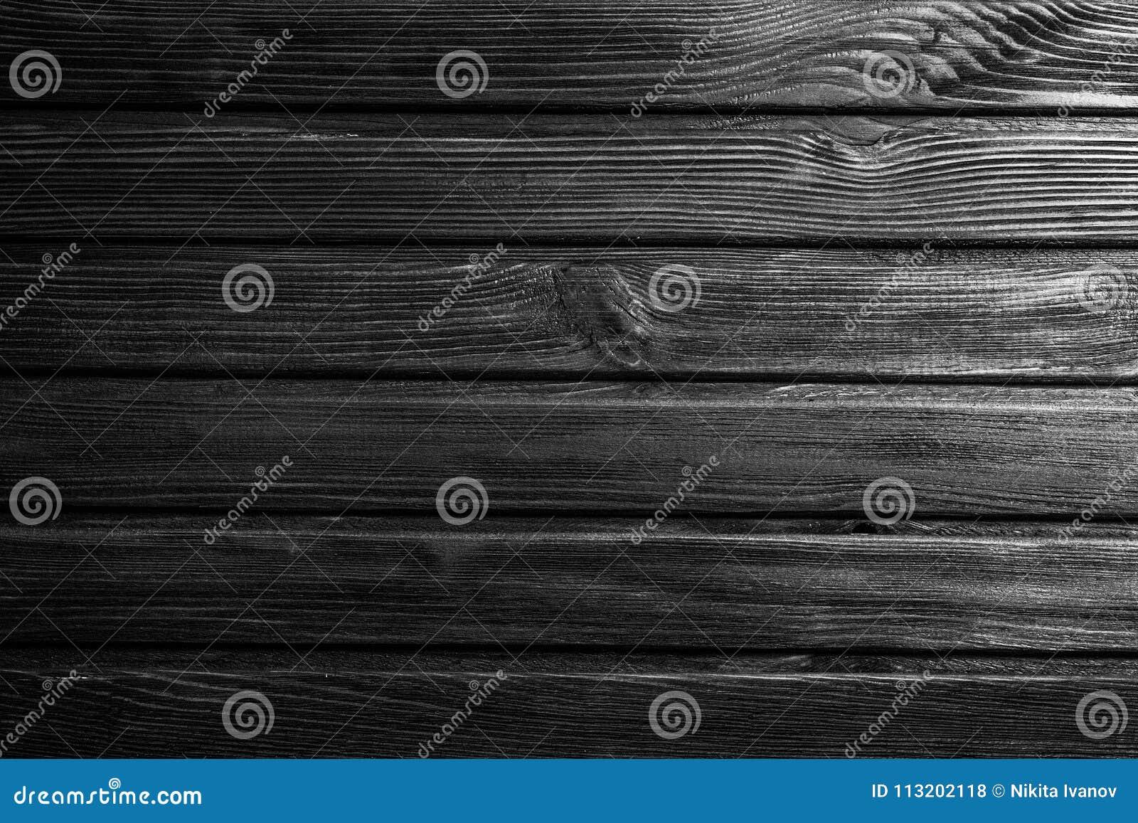 Vieux mur de doublure dans la maison en bois