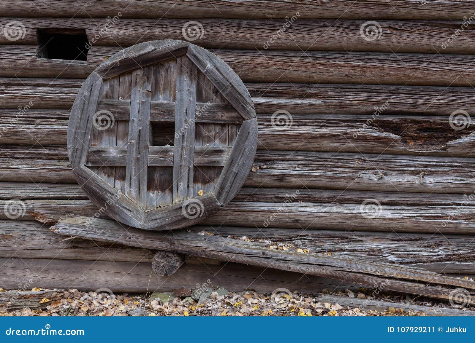 vieux mur en bois de grange image stock image du ext rieur rugueux 107929211. Black Bedroom Furniture Sets. Home Design Ideas