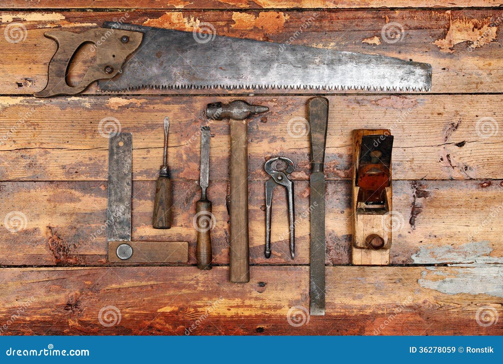 vieux outils de bricolage sur le fond en bois image stock image du m tier wooden 36278059. Black Bedroom Furniture Sets. Home Design Ideas