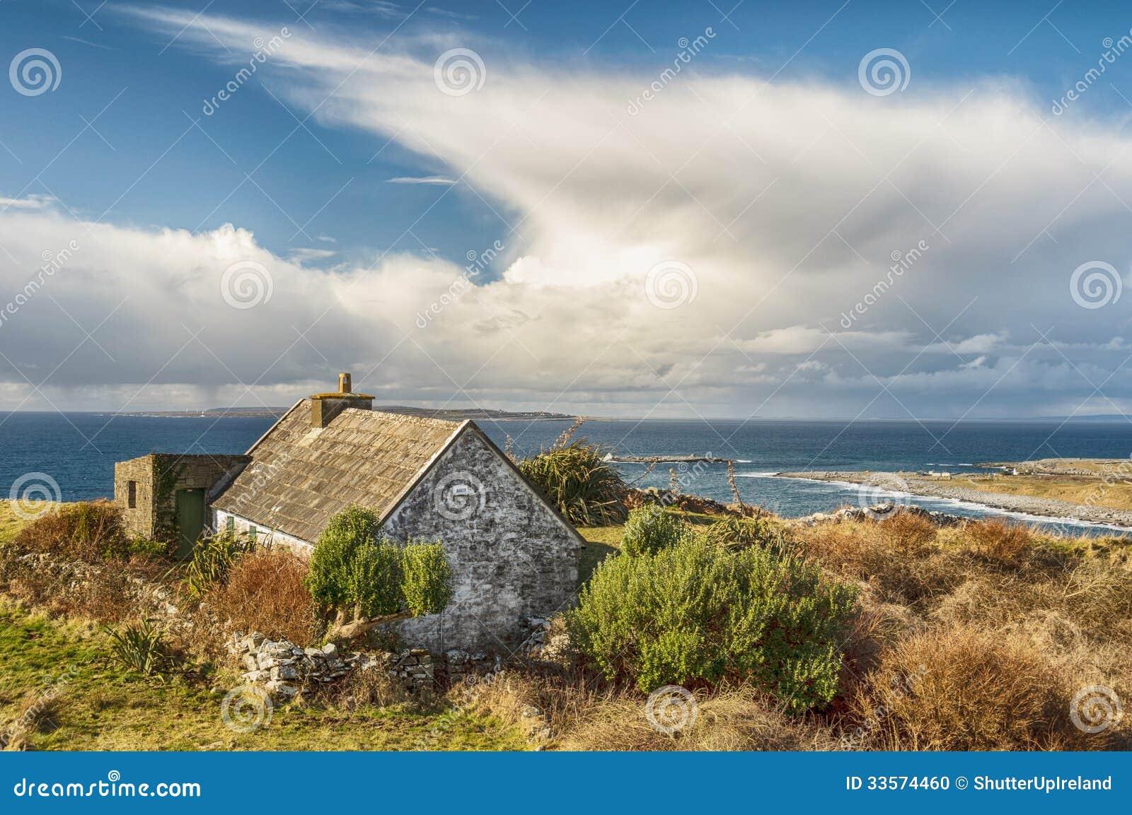 vieux paysage irlandais rural de cottage photo stock image 33574460. Black Bedroom Furniture Sets. Home Design Ideas