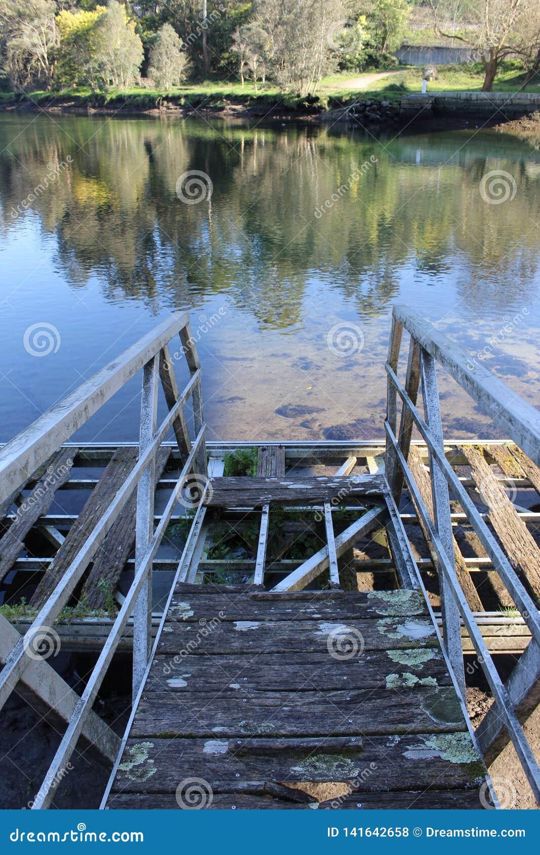 Vieux pont en bateau à Pontevedra