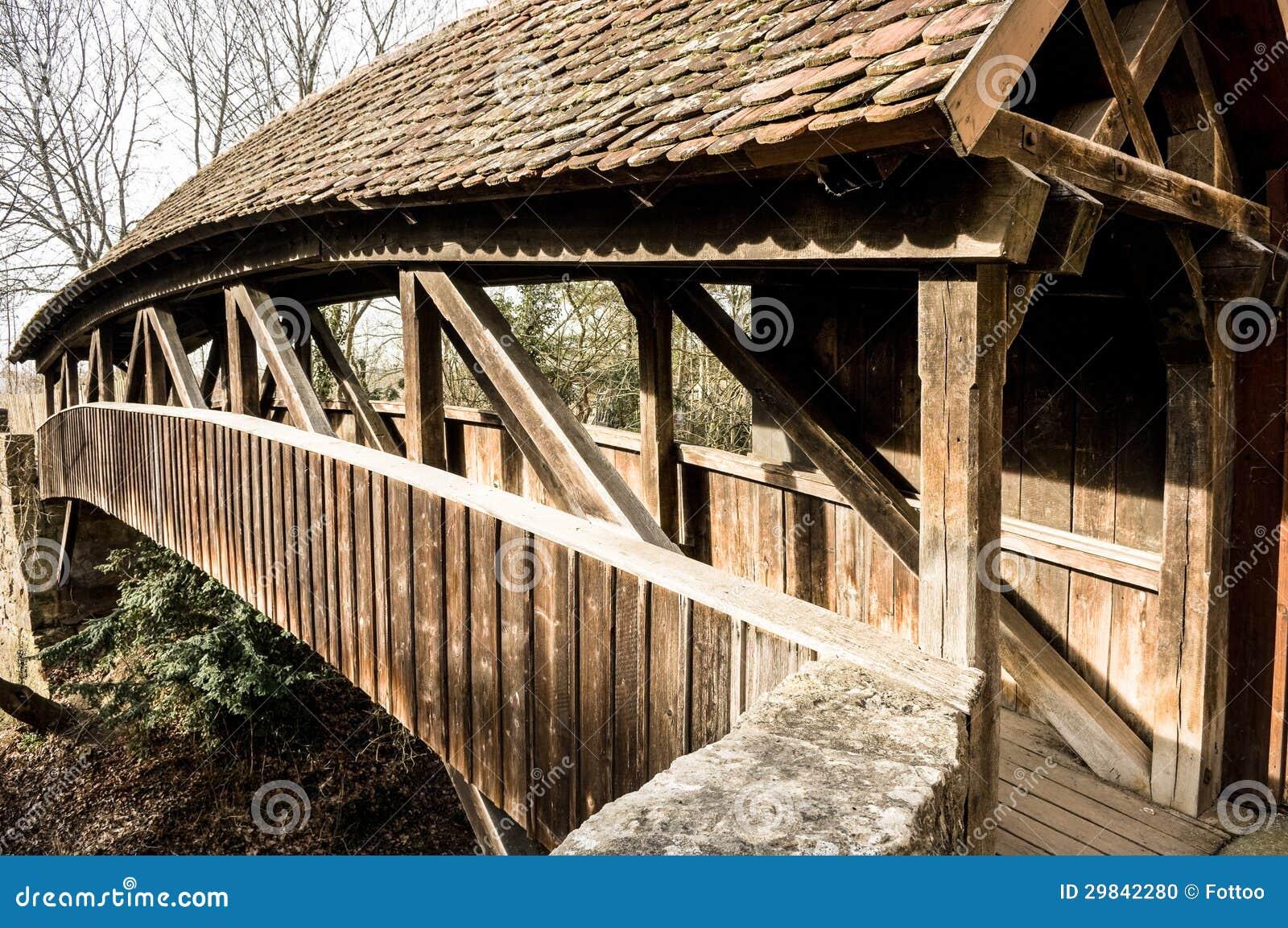Vieux pont en bois photo stock image du couvert gris - Pont de bois jardin ...