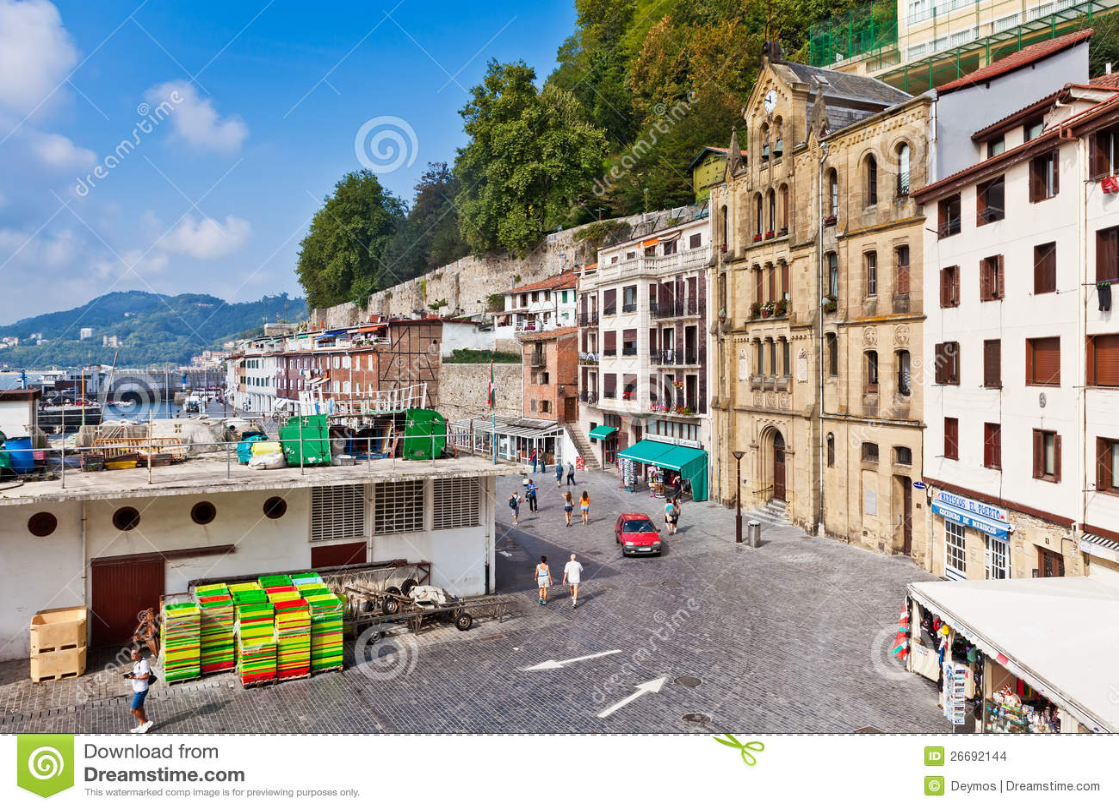 Vieux port de san sebastian espagne image stock ditorial - Office de tourisme san sebastian espagne ...
