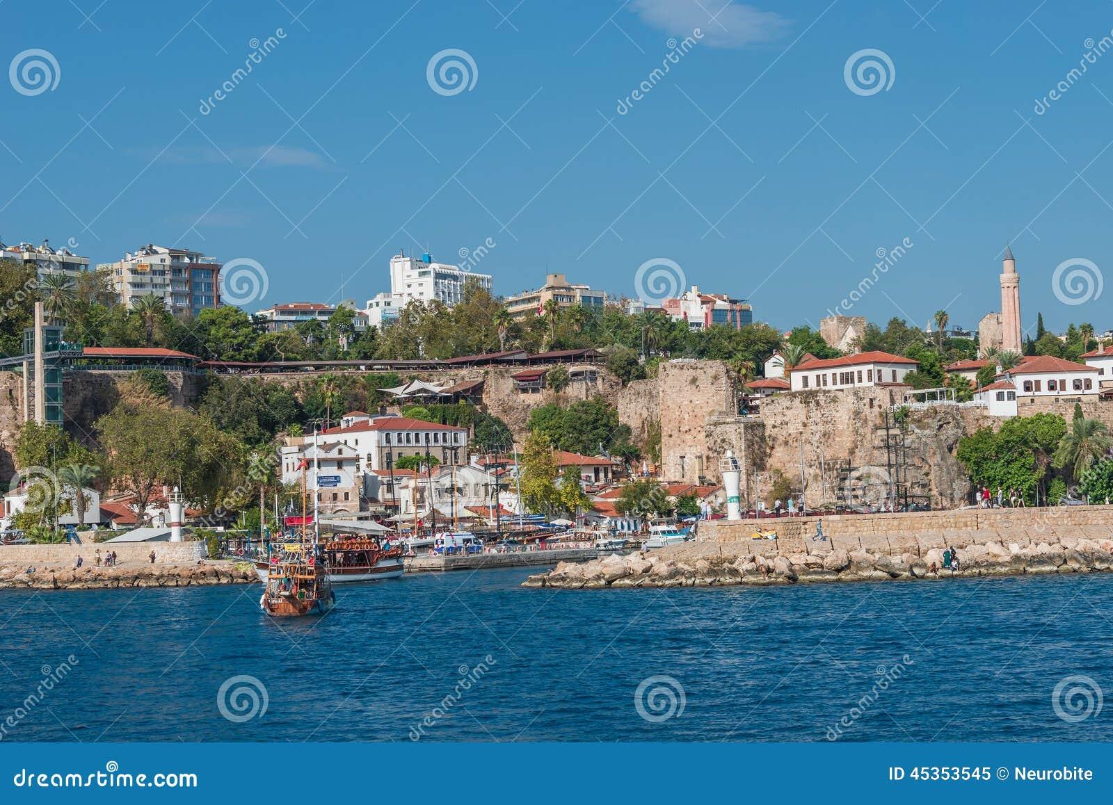 Vieux port et en centre ville Marina appelée à Antalya, Turquie