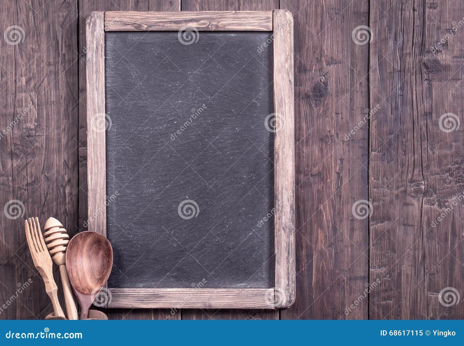 Vieux tableau noir de menu avec l 39 ustensile de cuisine - Vieux ustensiles de cuisine ...