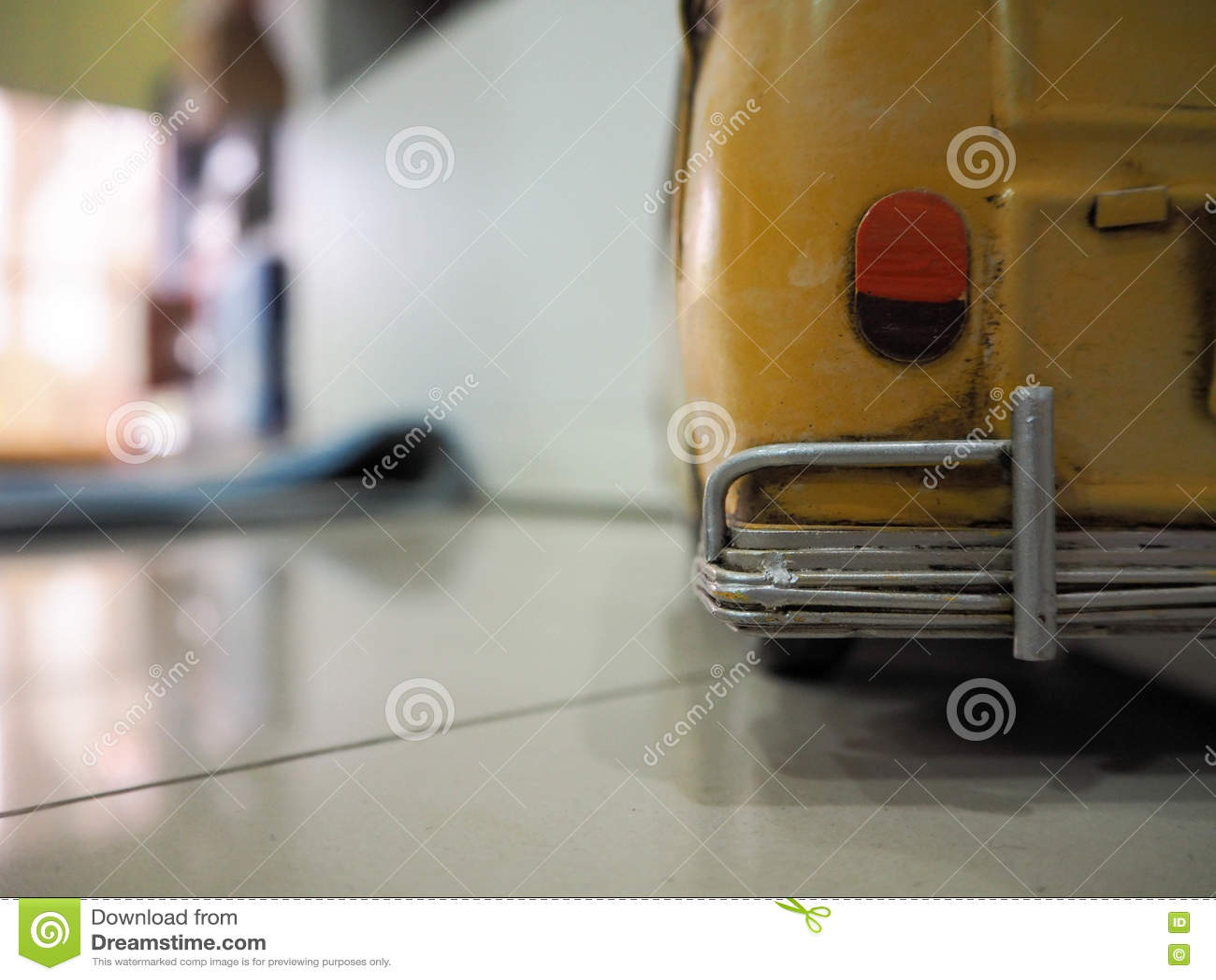 Vieux taxi jaune
