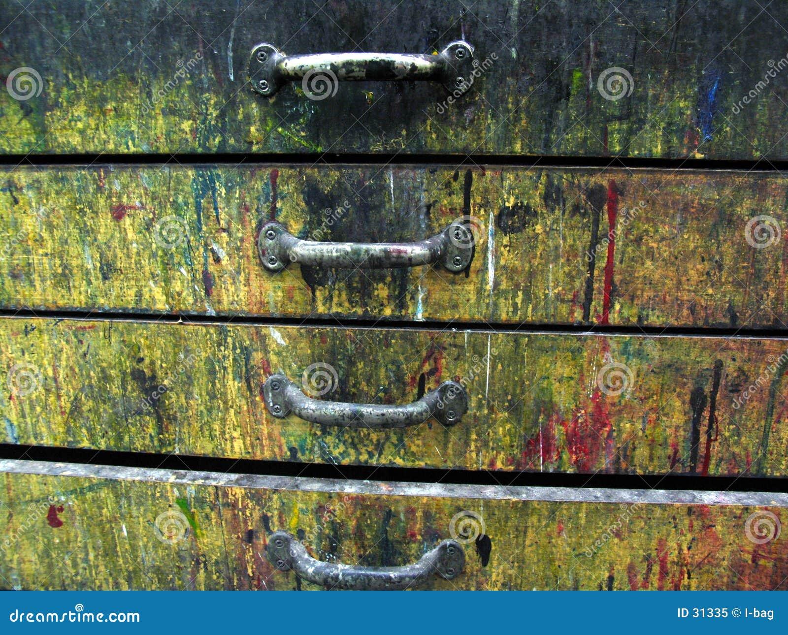 Vieux tiroirs colorés