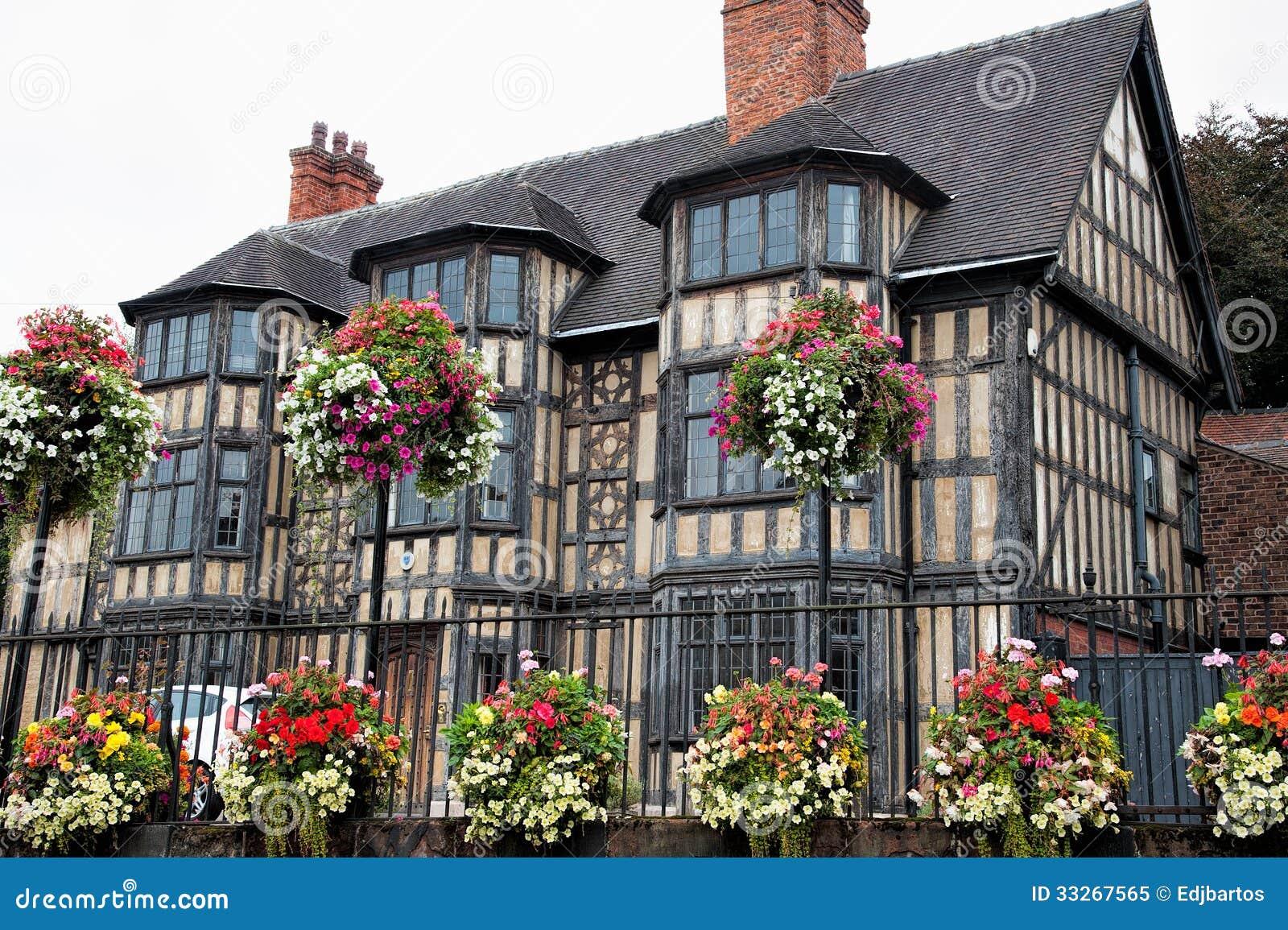 Vieux Tudor Building