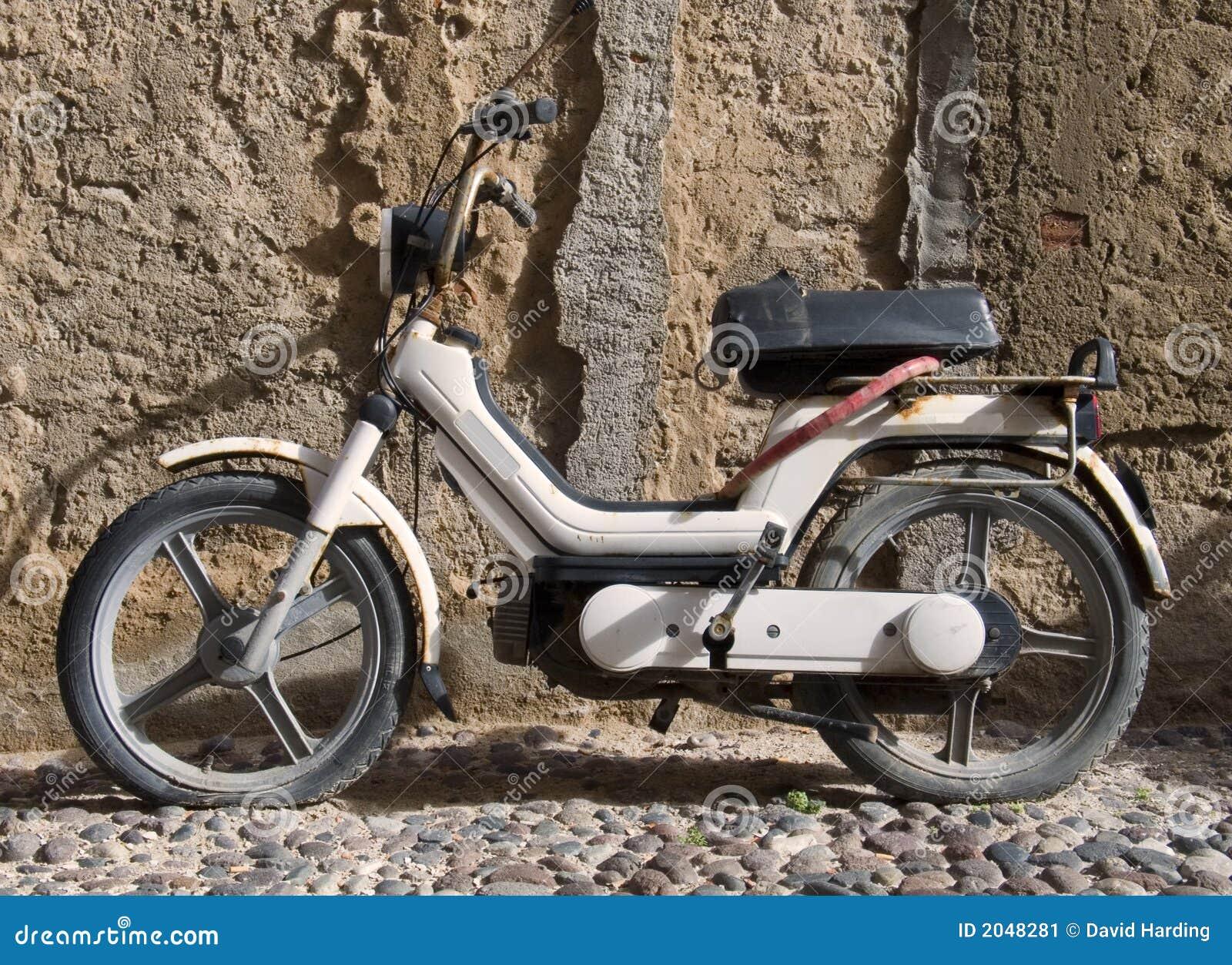 Vieux vélomoteur