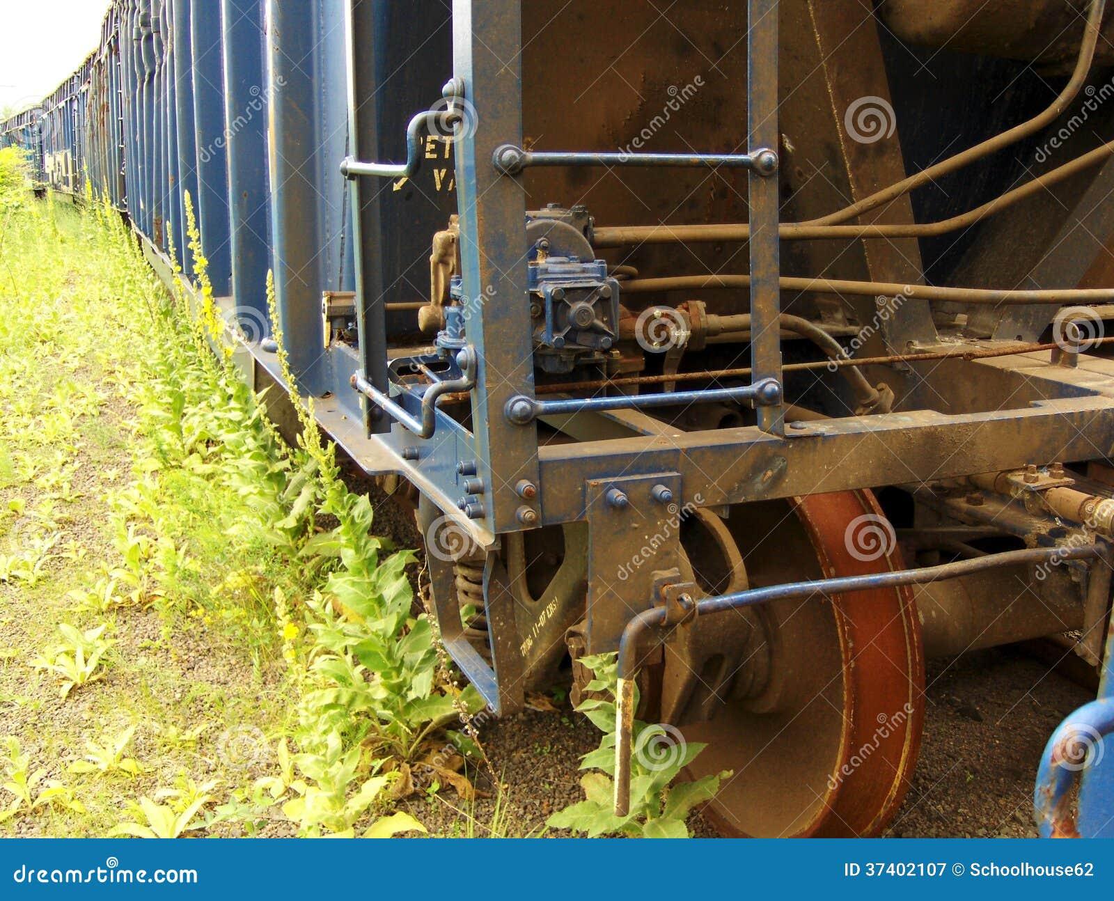 Vieux wagon couvert rouillé
