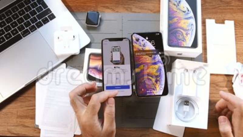 online retailer f3113 8c852 View above table unboxing new iPhone Xs Max Apple pay and Screen time.