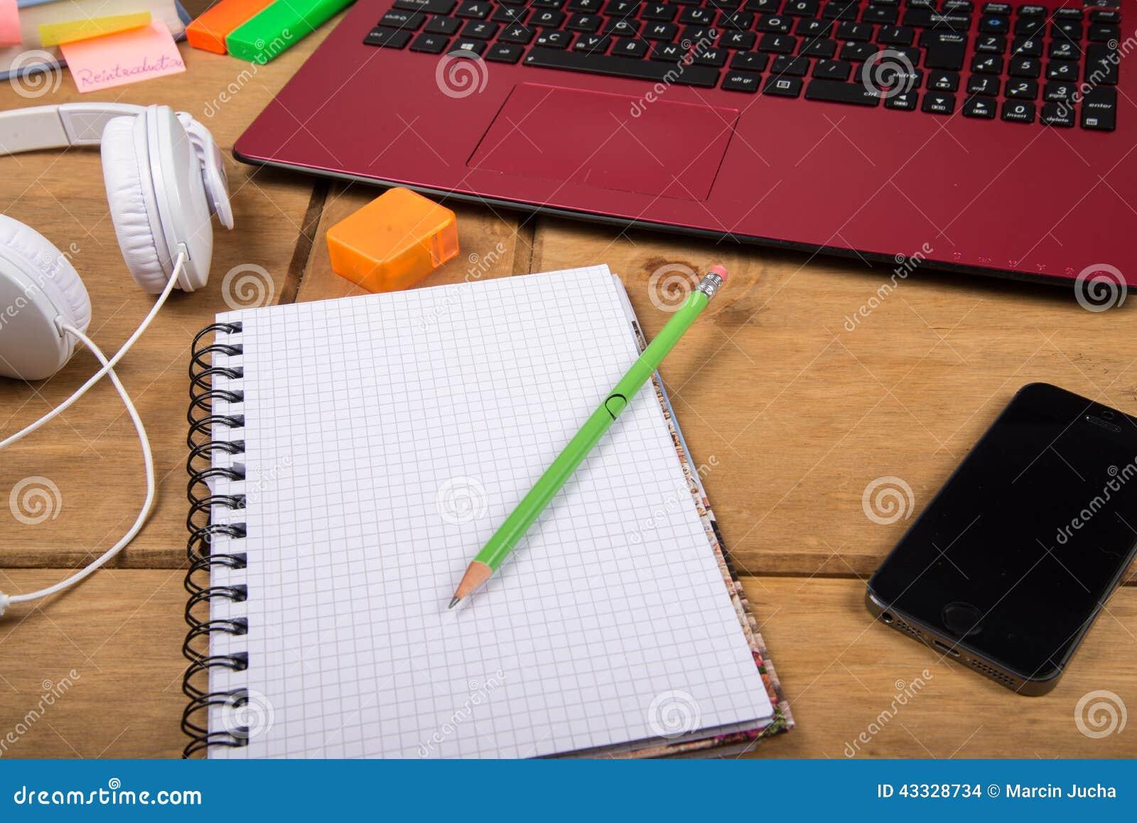 https://thumbs.dreamstime.com/z/view-college-student-desk-top-workspace-note-pad-lap-pencil-headphones-43328734.jpg
