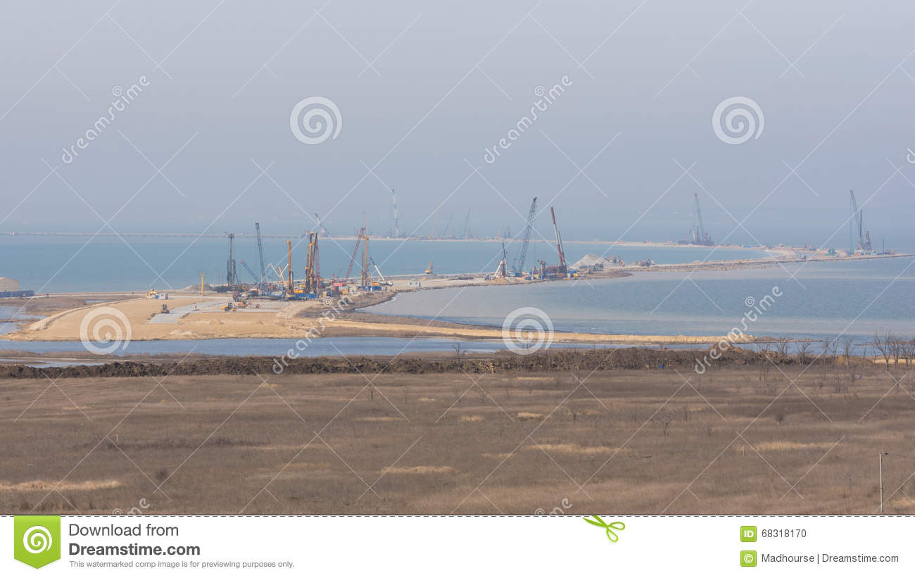 How does the construction of the Kerch bridge affect the economy of the Crimea 77