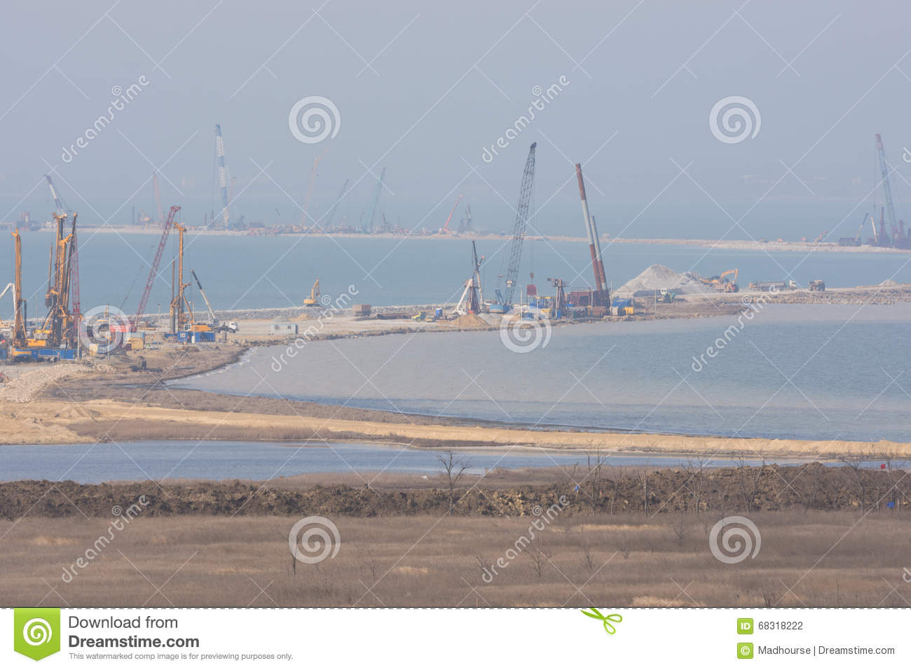 How does the construction of the Kerch bridge affect the economy of the Crimea 4