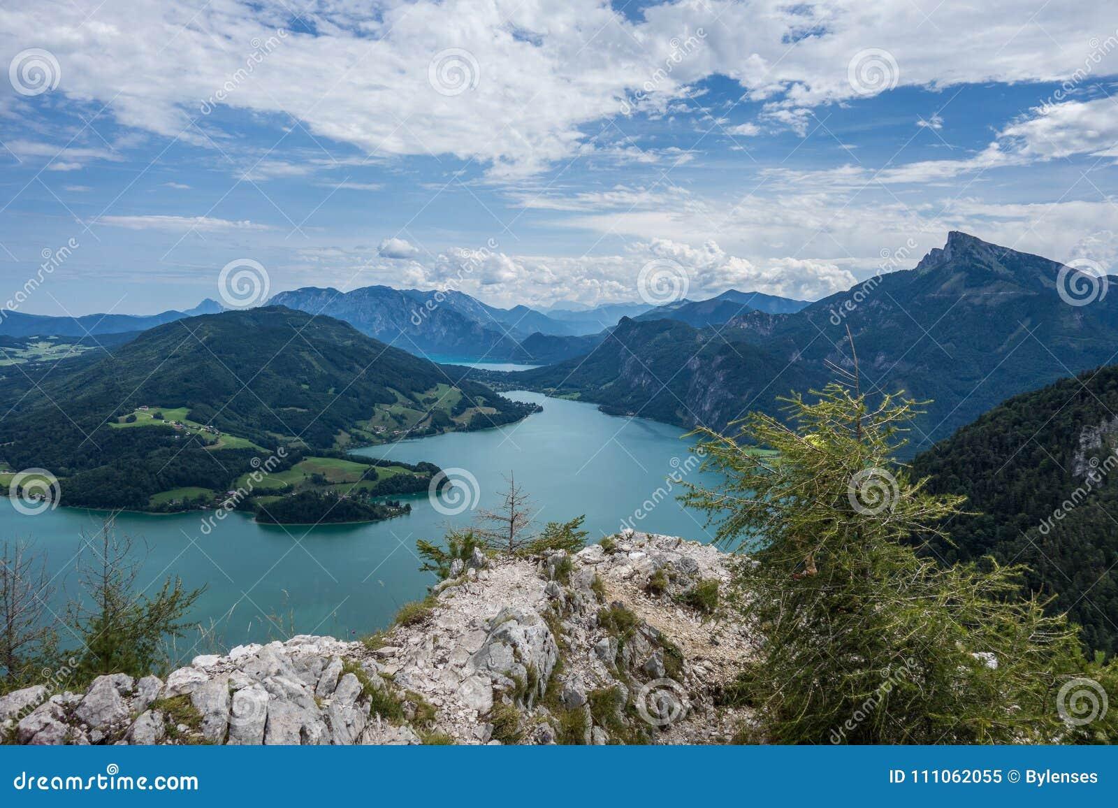 Klettersteig Mondsee : Kletterer am mondsee und attersee blick von der drachenwand rock