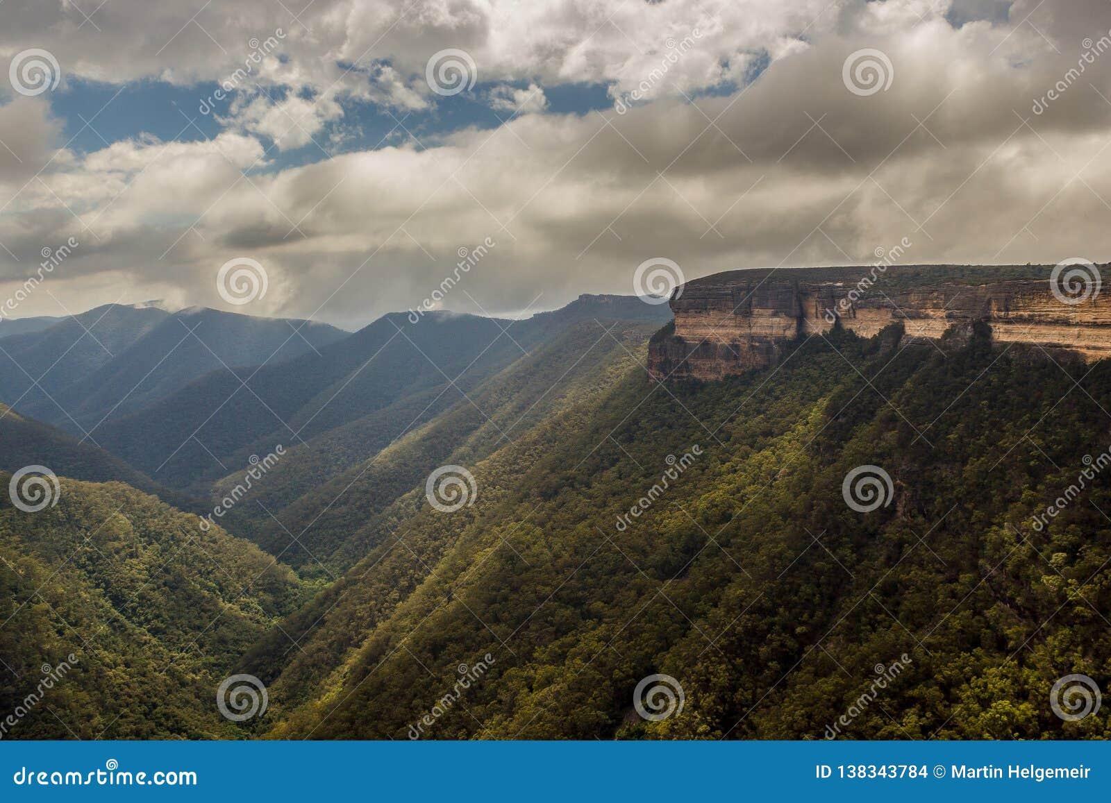 View of the Kanangra Walls, Kanangra-Boyd National Park, Australia