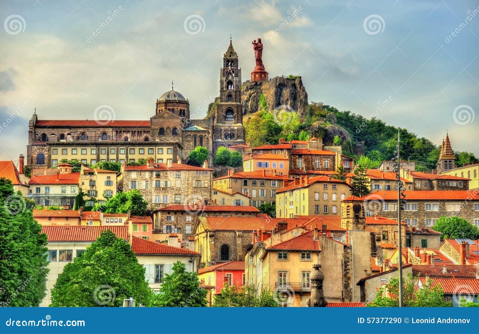 Architecte Le Puy En Velay view of le puy-en-velay, a town in haute-loire stock photo