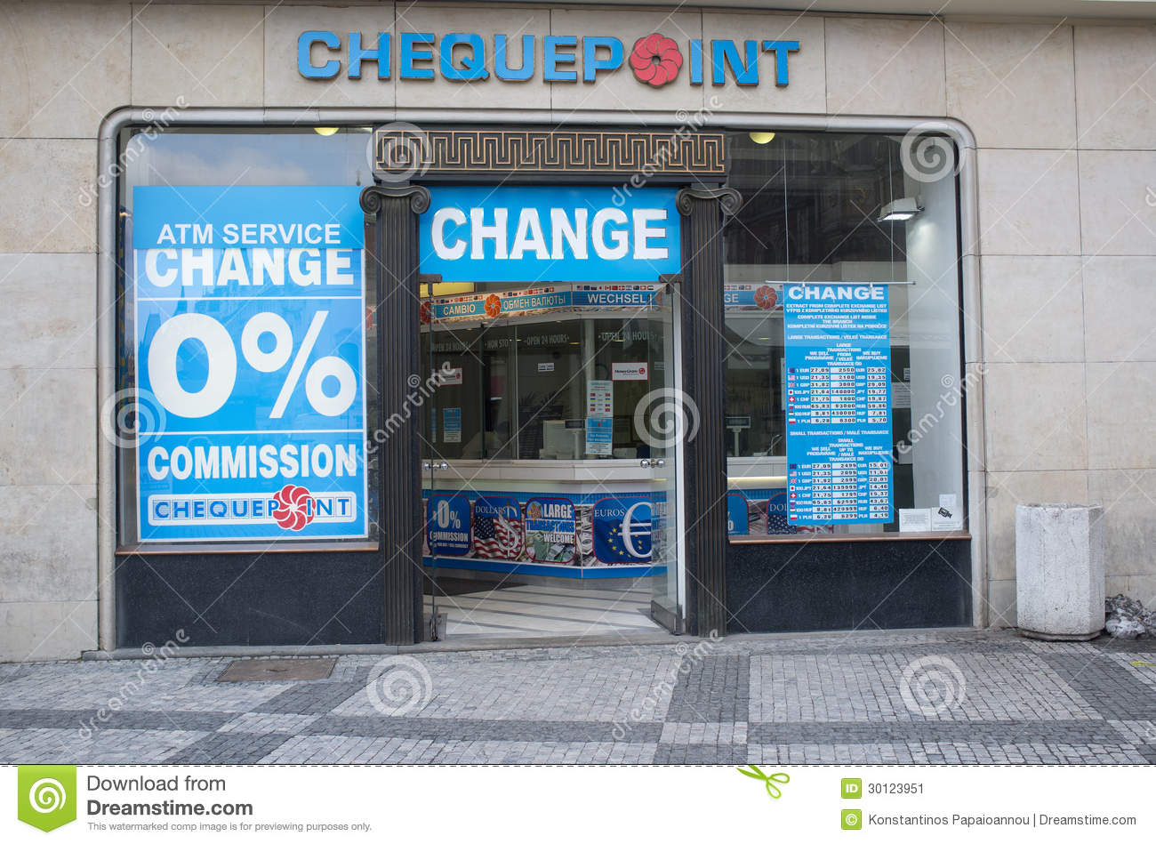 A bureau de change editorial photo image 30123951 - Bureau de change paris 7 ...