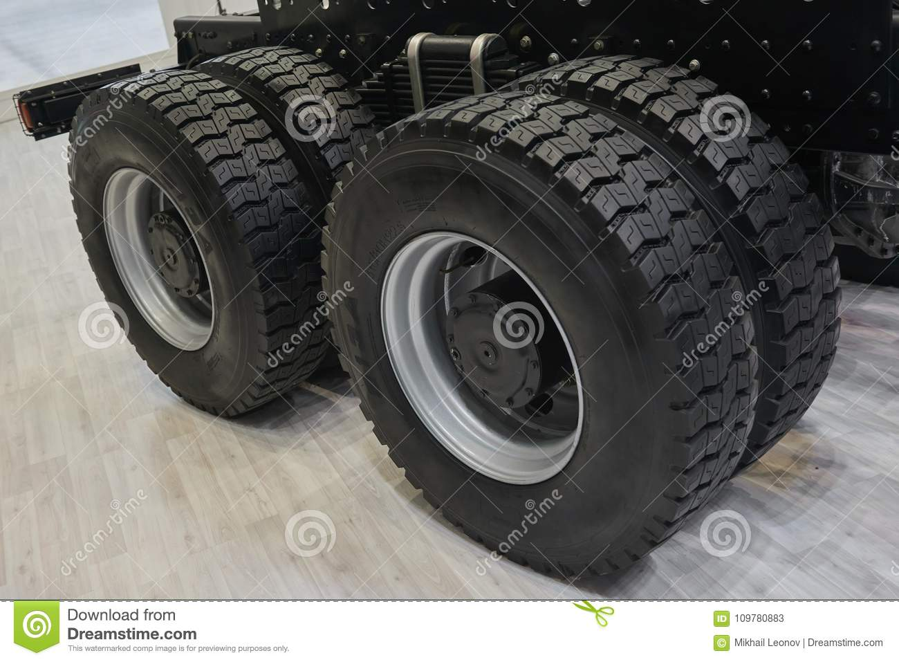 Truck Wheels And Tires >> View On New Truck Wheels And Tires On Truck Chassis Truck Wheel Rim