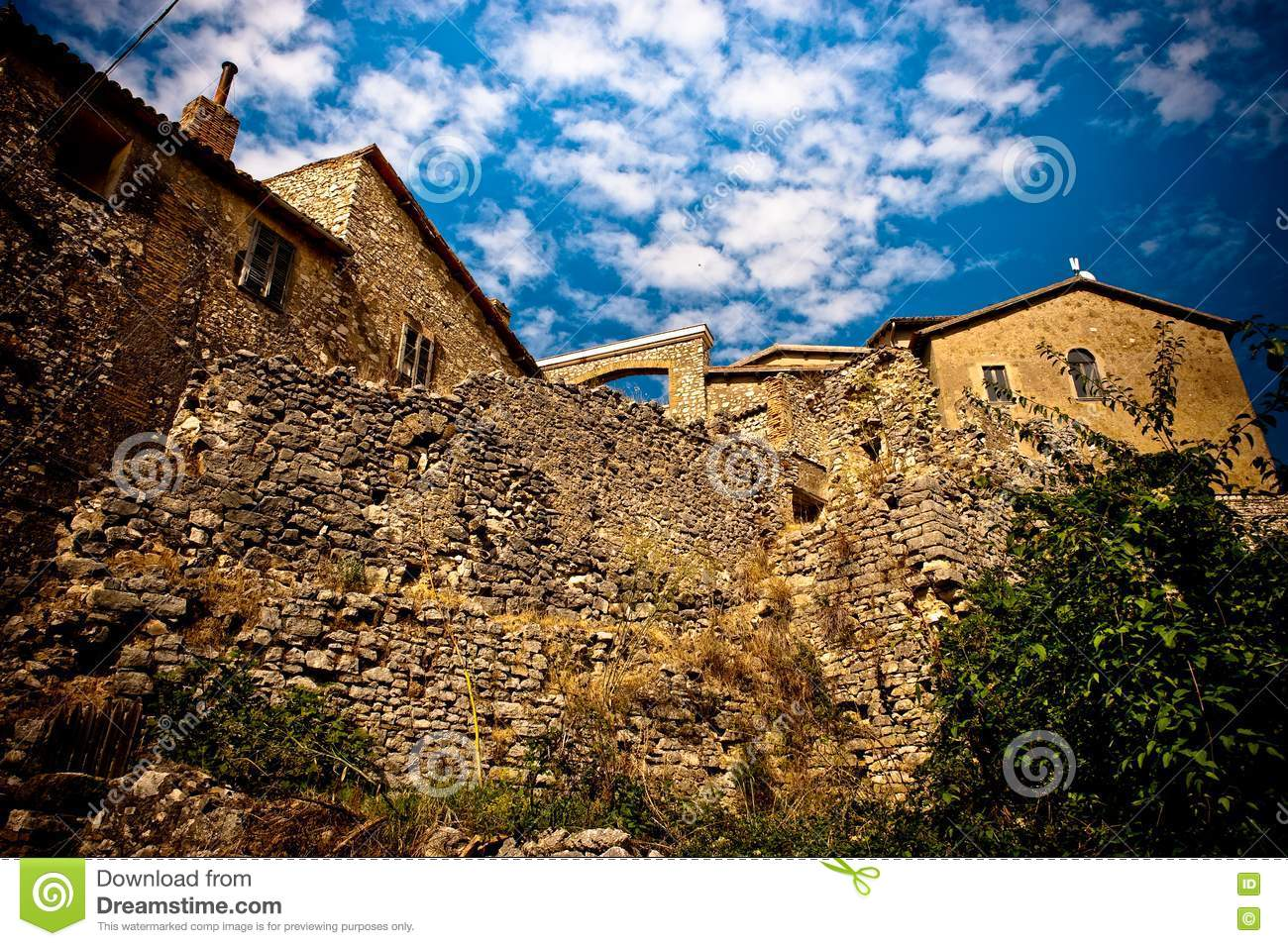 - view-romantic-old-italian-stone-building-15621157