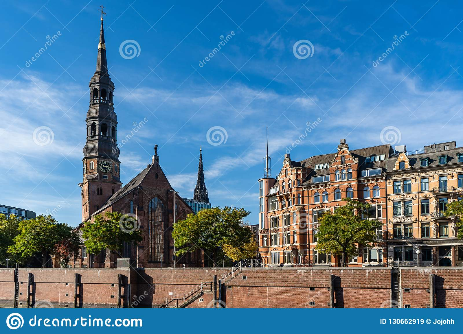 View from the Speicherstadt to the main church St. Katharinen.